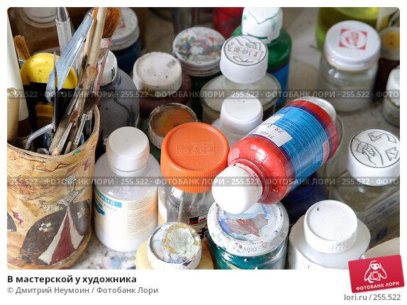 В мастерской у художника, эксклюзивное фото № 255522, снято 17 апреля 2008 г. (c) Дмитрий Неумоин / Фотобанк Лори