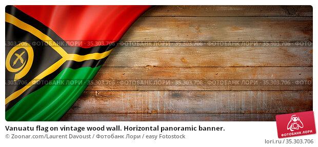 Vanuatu flag on vintage wood wall. Horizontal panoramic banner. Стоковое фото, фотограф Zoonar.com/Laurent Davoust / easy Fotostock / Фотобанк Лори