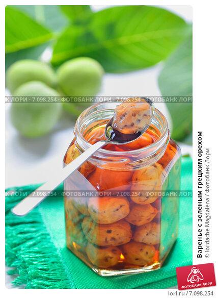 Купить «Варенье с зеленым грецким орехом», фото № 7098254, снято 8 июня 2012 г. (c) Iordache Magdalena / Фотобанк Лори