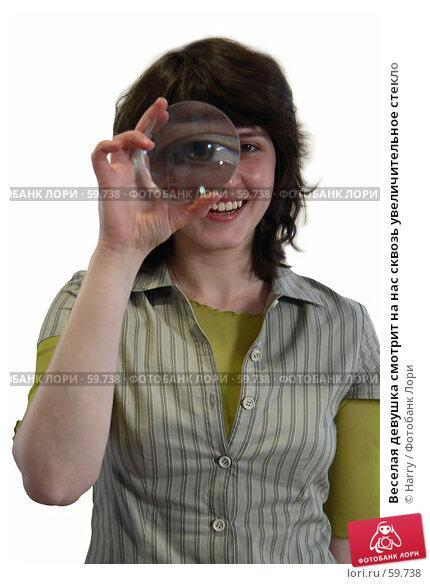 Веселая девушка смотрит на нас сквозь увеличительное стекло, фото № 59738, снято 22 июня 2005 г. (c) Harry / Фотобанк Лори
