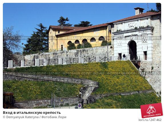 Вход в итальянскую крепость, фото № 247462, снято 4 апреля 2008 г. (c) Demyanyuk Kateryna / Фотобанк Лори