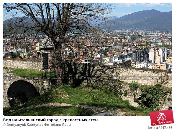 Вид на итальянский город с крепостных стен, фото № 247466, снято 4 апреля 2008 г. (c) Demyanyuk Kateryna / Фотобанк Лори