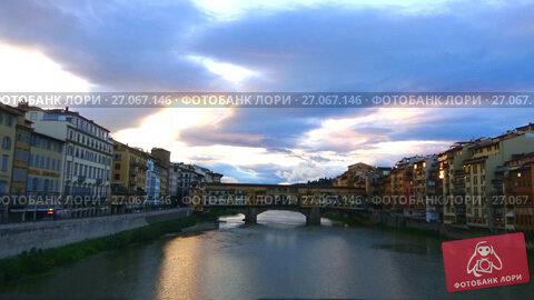 Вид на Золотой мост ранним облачным утром. Флоренция, Италия (таймлапс), видеоролик № 27067146, снято 19 сентября 2017 г. (c) Виктор Карасев / Фотобанк Лори