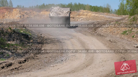 Video of Dump truck driving on a dusty road. Стоковое видео, видеограф Serg Zastavkin / Фотобанк Лори