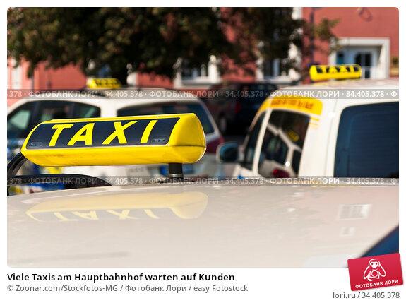 Viele Taxis am Hauptbahnhof warten auf Kunden. Стоковое фото, фотограф Zoonar.com/Stockfotos-MG / easy Fotostock / Фотобанк Лори