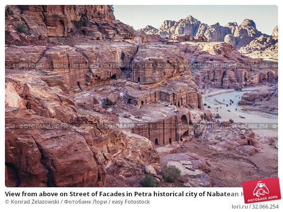 View from above on Street of Facades in Petra historical city of Nabatean Kingdom in Jordan. Стоковое фото, фотограф Konrad Zelazowski / easy Fotostock / Фотобанк Лори