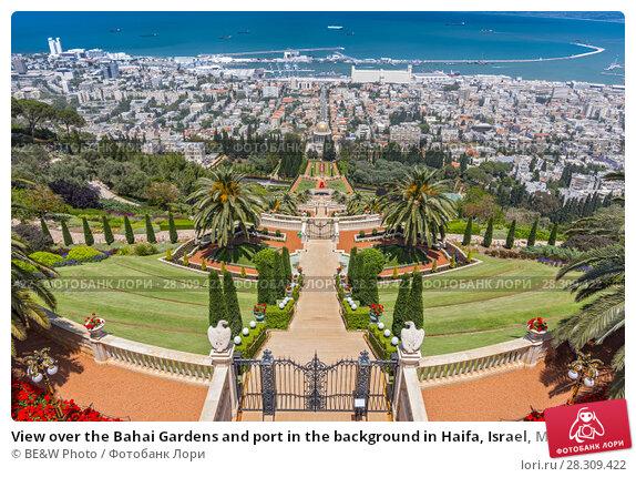 Купить «View over the Bahai Gardens and port in the background in Haifa, Israel, Middle East», фото № 28309422, снято 27 апреля 2018 г. (c) BE&W Photo / Фотобанк Лори