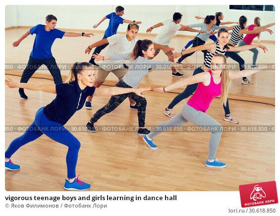 Купить «vigorous teenage boys and girls learning in dance hall», фото № 30618850, снято 26 апреля 2017 г. (c) Яков Филимонов / Фотобанк Лори