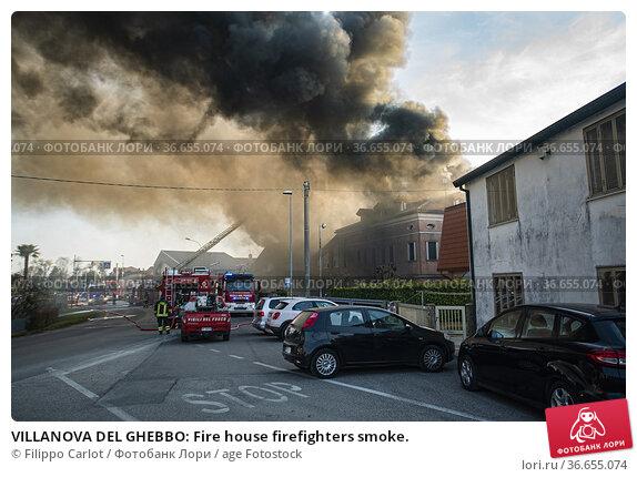 VILLANOVA DEL GHEBBO: Fire house firefighters smoke. Стоковое фото, фотограф Filippo Carlot / age Fotostock / Фотобанк Лори