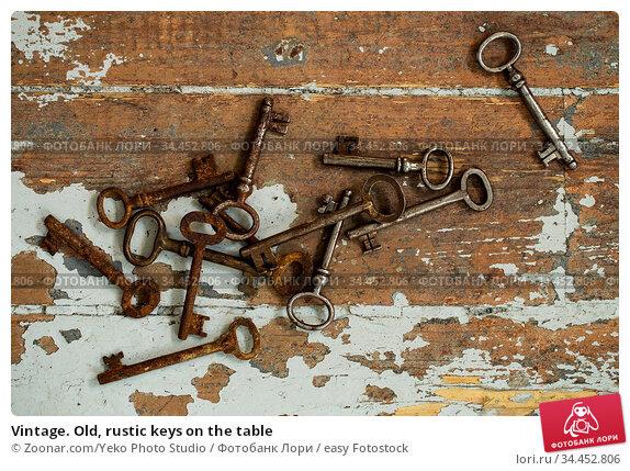 Vintage. Old, rustic keys on the table. Стоковое фото, фотограф Zoonar.com/Yeko Photo Studio / easy Fotostock / Фотобанк Лори