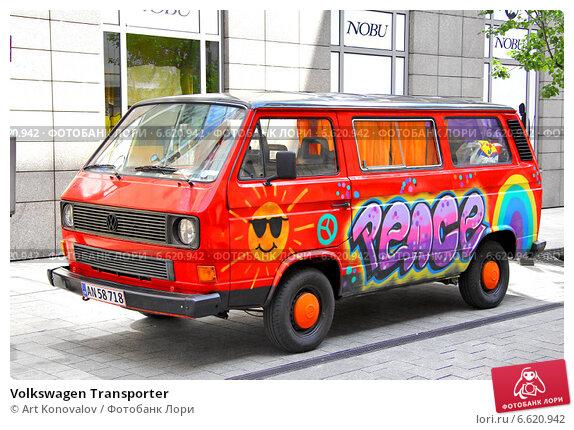 Купить «Volkswagen Transporter», фото № 6620942, снято 25 июля 2014 г. (c) Art Konovalov / Фотобанк Лори