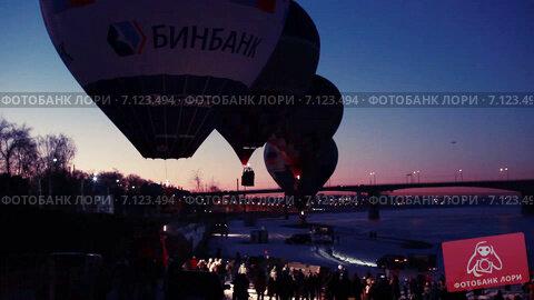 Купить «Воздушные шары взлетают», видеоролик № 7123494, снято 15 марта 2015 г. (c) Игорь Кузнецов / Фотобанк Лори