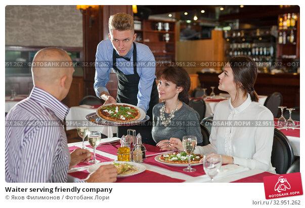 Waiter serving friendly company. Стоковое фото, фотограф Яков Филимонов / Фотобанк Лори