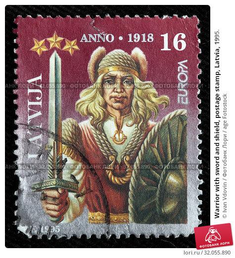 Warrior with sword and shield, postage stamp, Latvia, 1995. (2011 год). Редакционное фото, фотограф Ivan Vdovin / age Fotostock / Фотобанк Лори