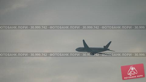Купить «Widebody airplane departing early morning», видеоролик № 30999742, снято 24 ноября 2018 г. (c) Игорь Жоров / Фотобанк Лори