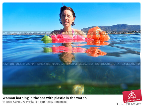 Woman bathing in the sea with plastic in the water. Стоковое фото, фотограф Josep Curto / easy Fotostock / Фотобанк Лори