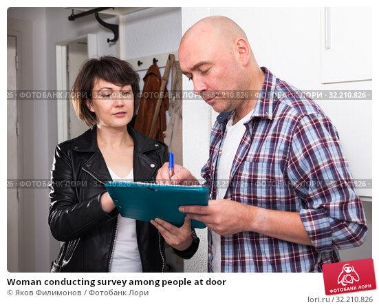 Woman conducting survey among people at door. Стоковое фото, фотограф Яков Филимонов / Фотобанк Лори