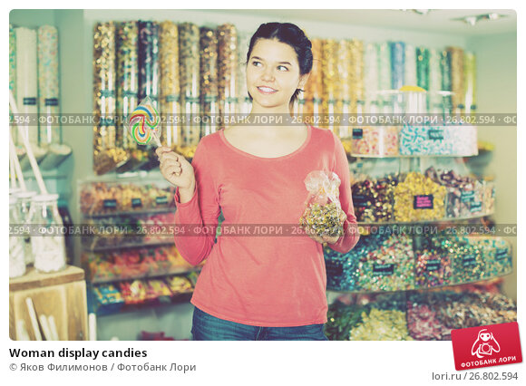 Купить «Woman display candies», фото № 26802594, снято 22 марта 2017 г. (c) Яков Филимонов / Фотобанк Лори