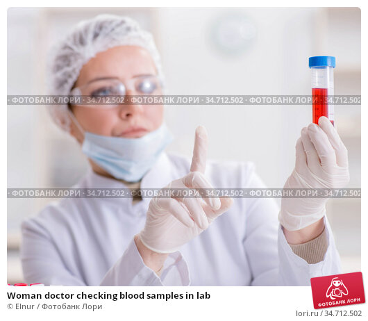 Woman doctor checking blood samples in lab. Стоковое фото, фотограф Elnur / Фотобанк Лори