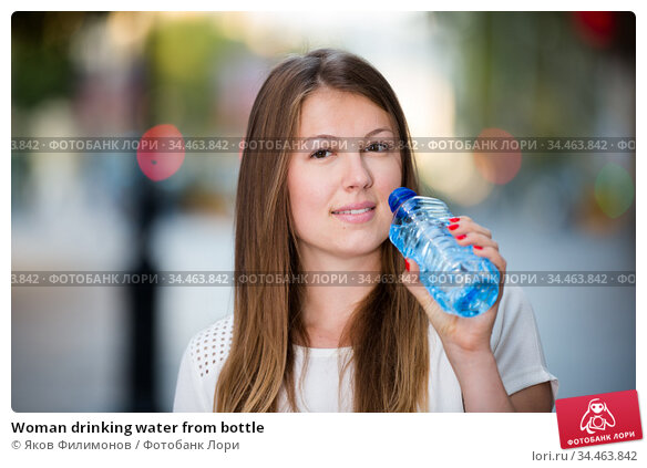 Woman drinking water from bottle. Стоковое фото, фотограф Яков Филимонов / Фотобанк Лори