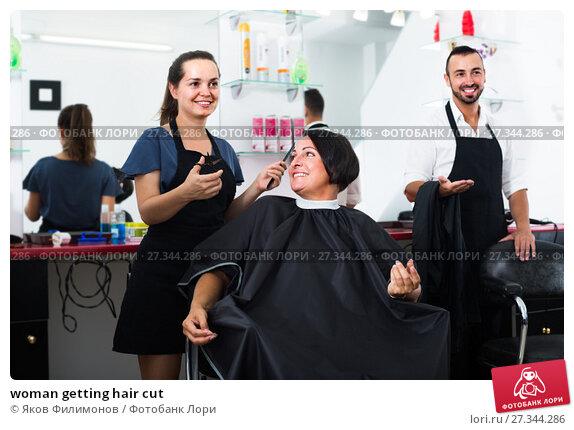 Купить «woman getting hair cut», фото № 27344286, снято 11 июля 2020 г. (c) Яков Филимонов / Фотобанк Лори
