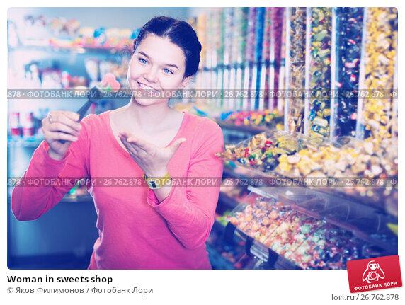 Купить «Woman in sweets shop», фото № 26762878, снято 22 марта 2017 г. (c) Яков Филимонов / Фотобанк Лори