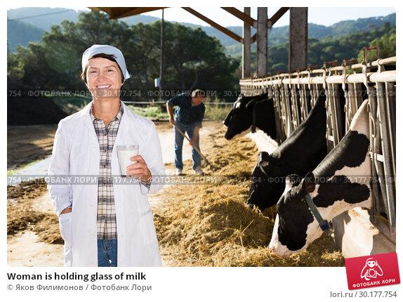 Купить «Woman is holding glass of milk», фото № 30177754, снято 24 октября 2017 г. (c) Яков Филимонов / Фотобанк Лори