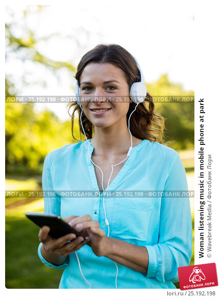 Купить «Woman listening music in mobile phone at park», фото № 25192198, снято 10 ноября 2016 г. (c) Wavebreak Media / Фотобанк Лори