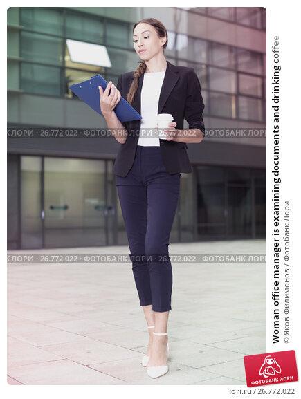 Купить «Woman office manager is examining documents and drinking coffee», фото № 26772022, снято 26 июня 2017 г. (c) Яков Филимонов / Фотобанк Лори