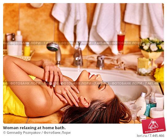 Купить «Woman relaxing at home bath.», фото № 7445466, снято 10 декабря 2012 г. (c) Gennadiy Poznyakov / Фотобанк Лори