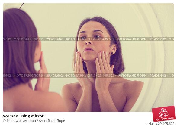 Купить «Woman using mirror», фото № 29405602, снято 16 марта 2019 г. (c) Яков Филимонов / Фотобанк Лори