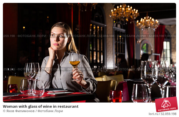 Woman with glass of wine in restaurant. Стоковое фото, фотограф Яков Филимонов / Фотобанк Лори