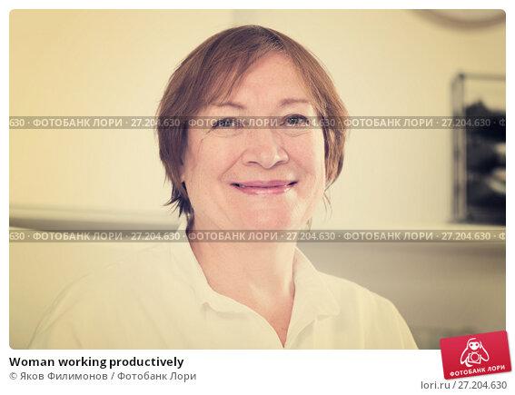 Купить «Woman working productively», фото № 27204630, снято 13 декабря 2018 г. (c) Яков Филимонов / Фотобанк Лори