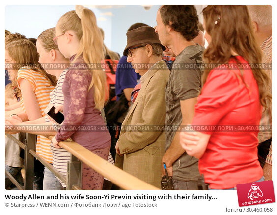 Woody Allen and his wife Soon-Yi Previn visiting with their family... (2017 год). Редакционное фото, фотограф Starpress / WENN.com / age Fotostock / Фотобанк Лори