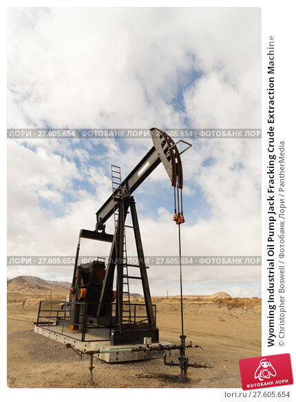 Купить «Wyoming Industrial Oil Pump Jack Fracking Crude Extraction Machine», фото № 27605654, снято 12 февраля 2019 г. (c) PantherMedia / Фотобанк Лори