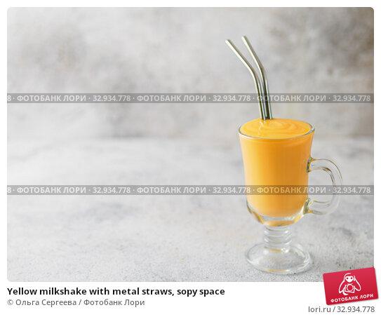 Купить «Yellow milkshake with metal straws, sopy space», фото № 32934778, снято 8 августа 2019 г. (c) Ольга Сергеева / Фотобанк Лори