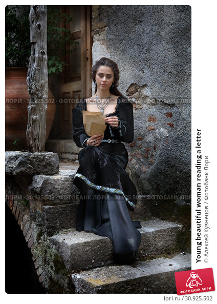 Купить «Young beautiful woman reading a letter», фото № 30925502, снято 15 апреля 2019 г. (c) Алексей Кузнецов / Фотобанк Лори