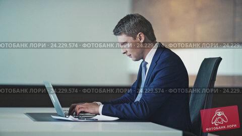 Купить «Young businessman with laptop in office», видеоролик № 24229574, снято 23 ноября 2019 г. (c) Raev Denis / Фотобанк Лори
