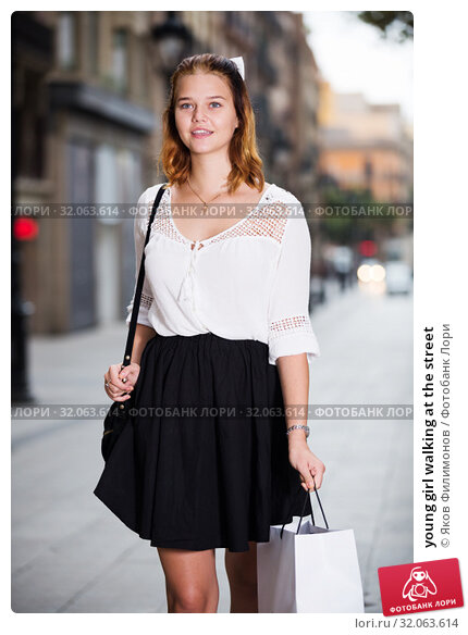 young girl walking at the street. Стоковое фото, фотограф Яков Филимонов / Фотобанк Лори