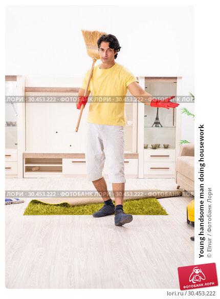 Young handsome man doing housework. Стоковое фото, фотограф Elnur / Фотобанк Лори