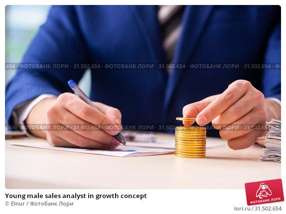Купить «Young male sales analyst in growth concept», фото № 31502654, снято 17 декабря 2018 г. (c) Elnur / Фотобанк Лори