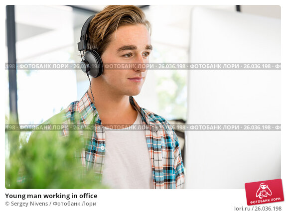 Young man working in office, фото № 26036198, снято 14 декабря 2014 г. (c) Sergey Nivens / Фотобанк Лори