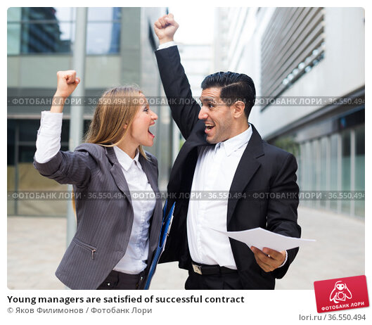 Young managers are satisfied of successful contract. Стоковое фото, фотограф Яков Филимонов / Фотобанк Лори