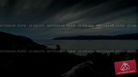 Закат в бухте. Стоковое видео, видеограф Стратан Роман Викторович / Фотобанк Лори