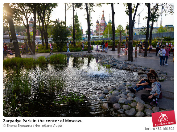 Купить «Zaryadye Park in the center of Moscow.», фото № 32166502, снято 14 августа 2019 г. (c) Елена Блохина / Фотобанк Лори