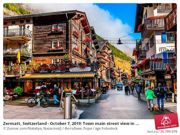 Zermatt, Switzerland - October 7, 2019: Town main street view in ... Стоковое фото, фотограф Zoonar.com/Nataliya_Nazarova{} / age Fotostock / Фотобанк Лори