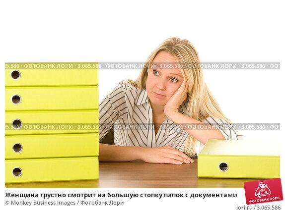 Купить «Женщина грустно смотрит на большую стопку папок с документами», фото № 3065586, снято 18 ноября 2018 г. (c) Monkey Business Images / Фотобанк Лори