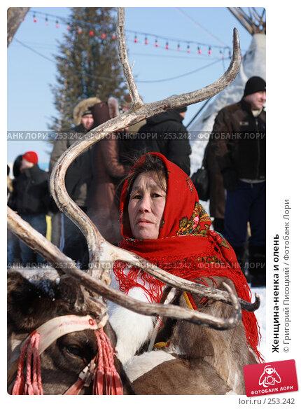 Женщина-ненка и олень, эксклюзивное фото № 253242, снято 15 марта 2008 г. (c) Григорий Писоцкий / Фотобанк Лори