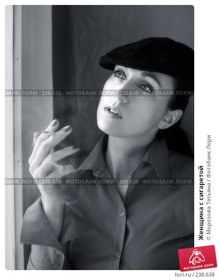Женщина с сигаретой, фото № 238638, снято 20 ноября 2007 г. (c) Морозова Татьяна / Фотобанк Лори