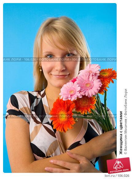 Женщина с цветами, фото № 106026, снято 28 июня 2007 г. (c) Валентин Мосичев / Фотобанк Лори